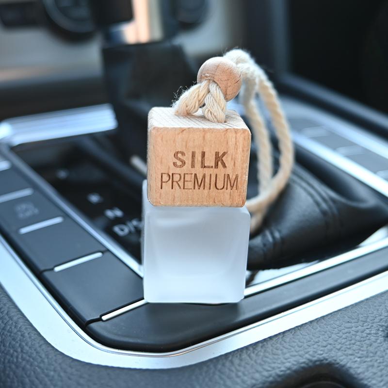 Silk Premium Autóparfüm Nőknek - Inspired by Versace White